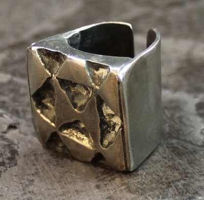 Triangle Smbucsh Ring