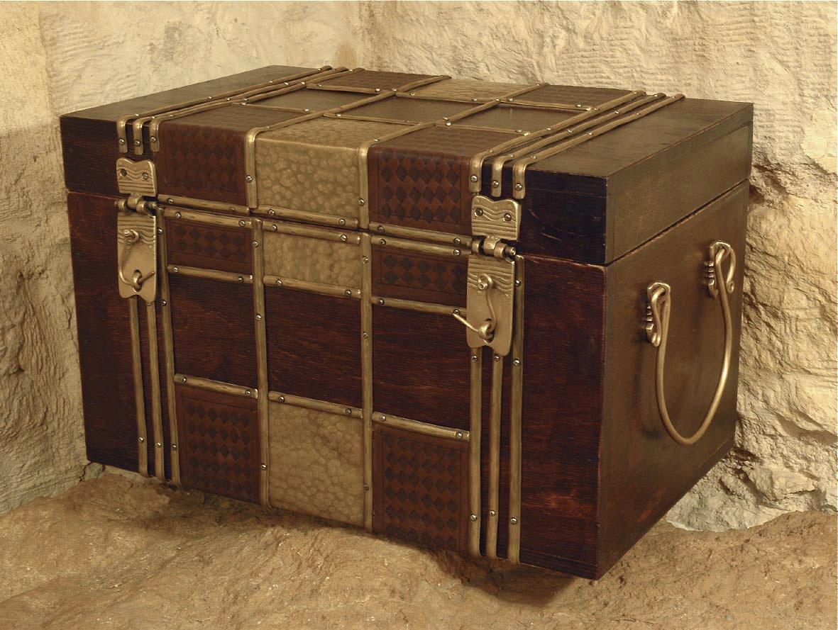 Two Straps Box