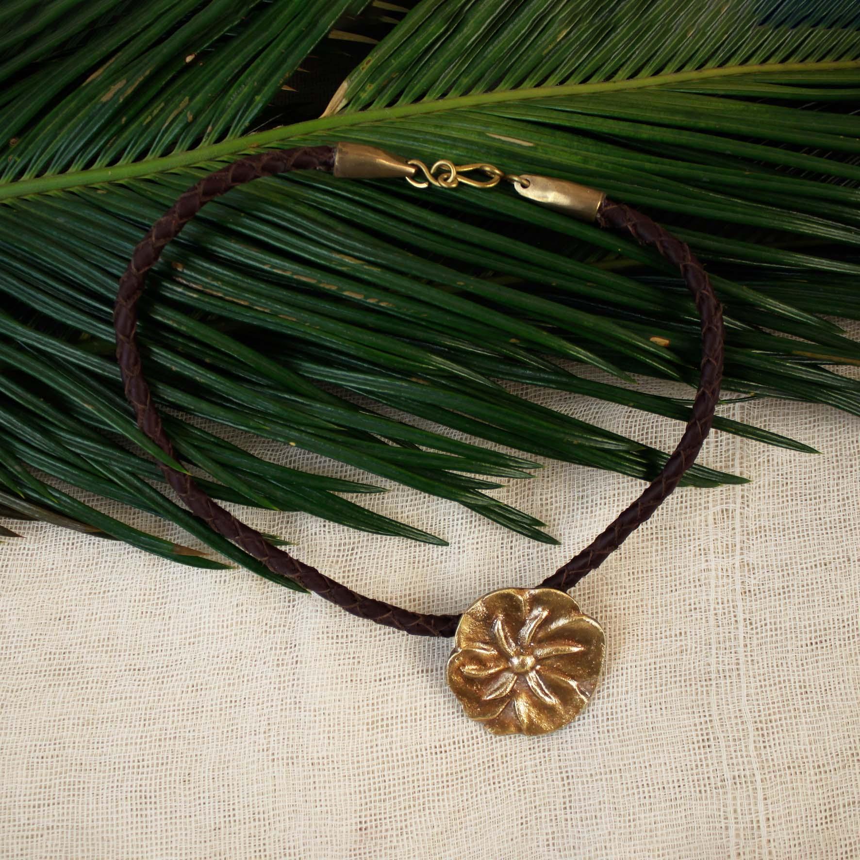 Cloves Roses Plait Necklace